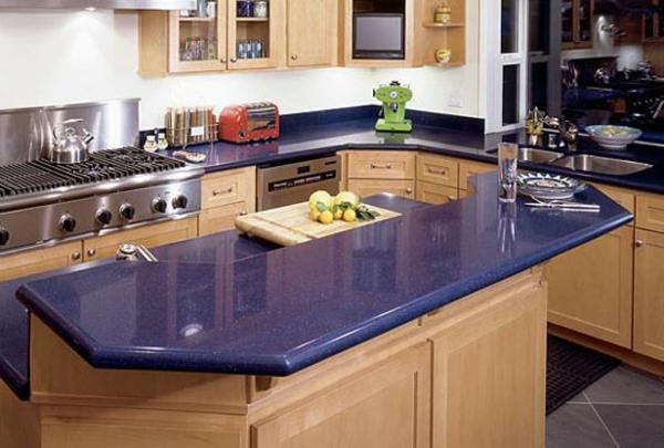 sehr-interessante-gestaltung-arbeitsplatte-aus-naturstein-für-die-küche-lila farbe