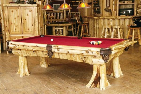 spielzimmer-mit-billiard-aus-holz