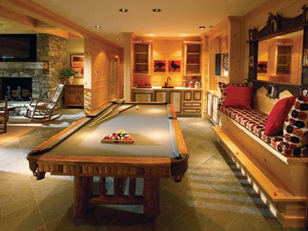 spielzimmer-mit-billiardtisch
