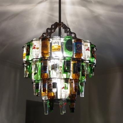dekoration-kronleuchter-aus-beerflaschen