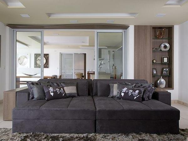stressless-couch-dunkle-farbe- gemütliches zimmer