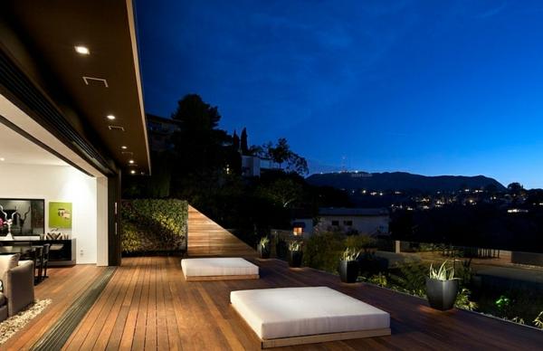 super-idee-für-outdoor-bett-schöner blauer himmel