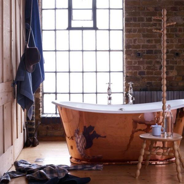 super-interessantes-badezimmer-im-landhausstil- freistehende badewanne