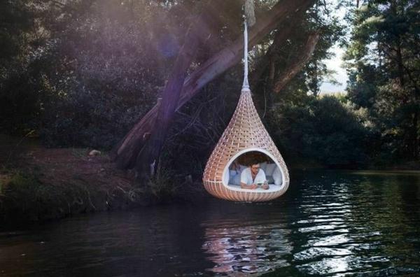 super-modernes-modell-vom-hängenden-outdoor-bett-über dem wasser gestalten