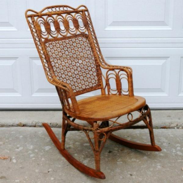 Schaukelstuhl aus rattan erweckt ein luxusgef hl for Alte schaukelstuhl