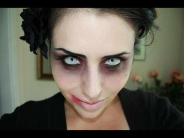 vampirgesicht-schminken-interessant-helle augen