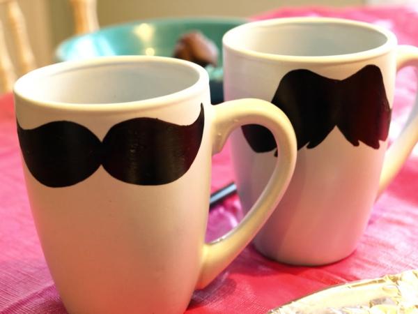vatertagsgeschenke-komisch-aussehen- oenlippenbart- tassen
