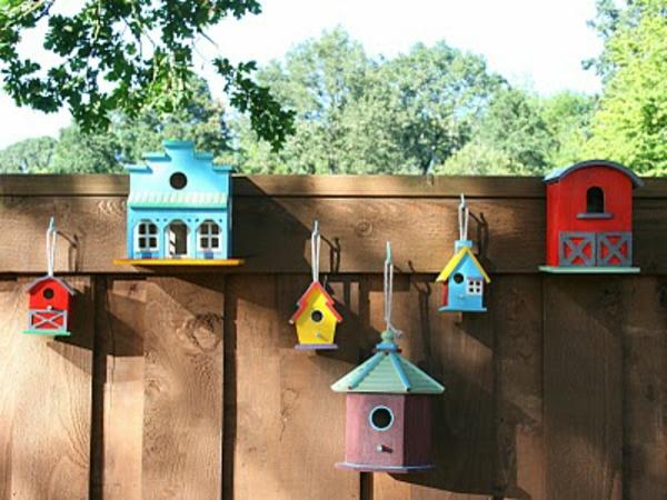 vogelhäuser-selber-bauen-bunte-farben-klein und groß