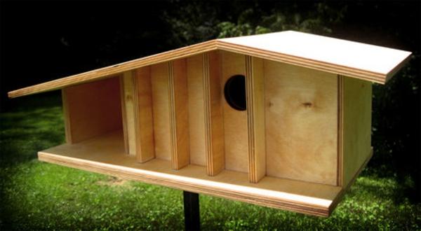 vogelhaus-selber-bauen-schöne-gestaltung- gras in grün