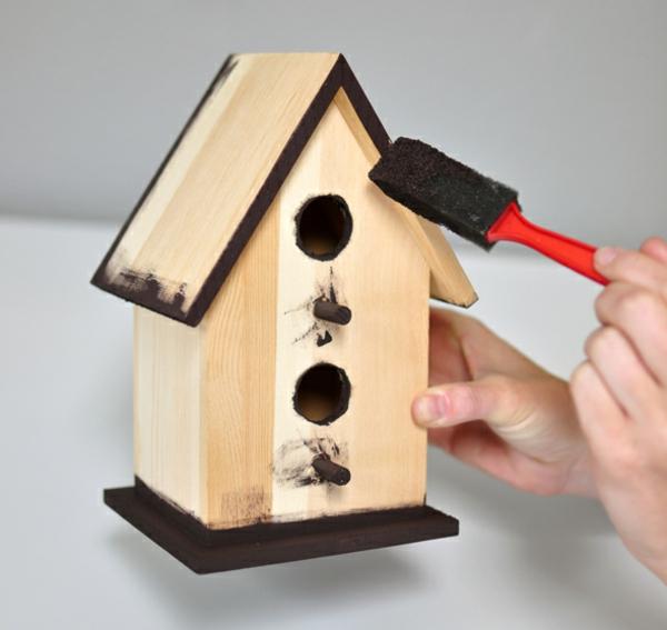 vogelhaus-selber-bauen-und-bemalen- hintergrund in weiß
