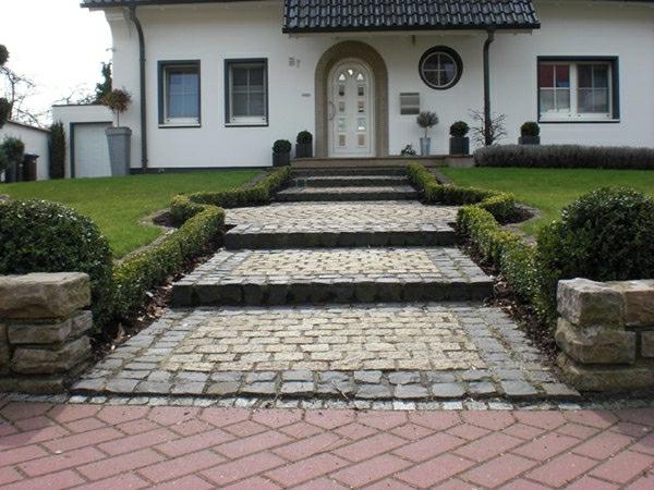 vorgartengestaltung-reihenhaus-weg-für-großes-haus