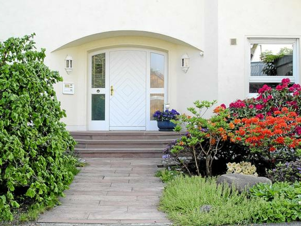 vorgartengestaltung-reihenhaus-weg