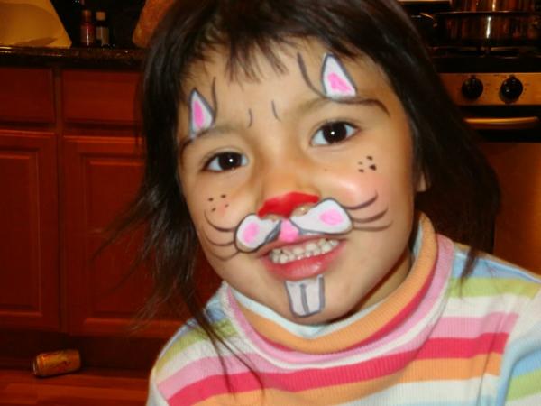 vorrlagen-kinderschminken-hase-bluse bunte farben