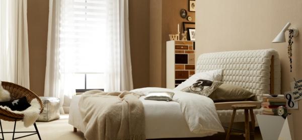 Weiße Holzmöbel mit Polsterbett Zimmerdecke Beleuchtung
