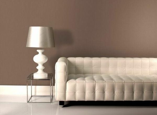 wandfarbe-mocca-sofa-in-weiß
