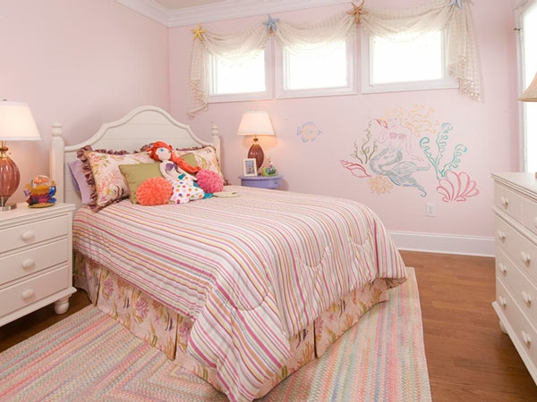 wandgestaltung-ideen-helle-farben-für-mädchenzimmer- kleine fenster