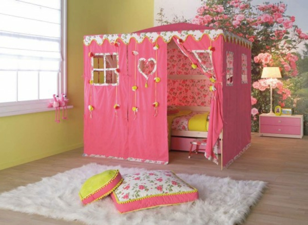 wandgestaltung-ideen-und-einrichtungsideen-für-kinderzimmer- teppich in weiß
