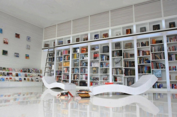 weiß- Haus – Bibliothek