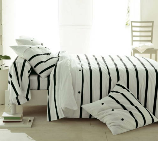weiße-bettwäsche-mit-schwarzen-linien- weiße gardinen