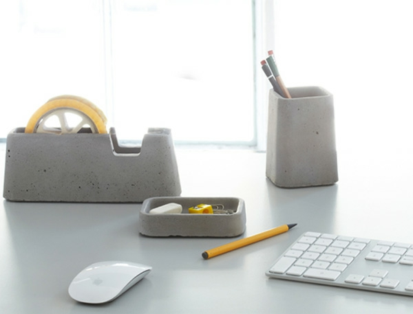 weiße-moderne-büroschreibtisch accessoires in grau