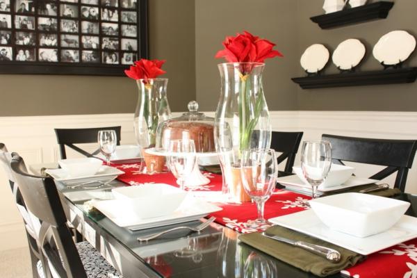 weihnachten-tischdeko-mit-blumen- rosen in gläsern