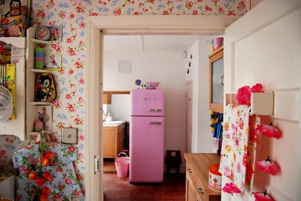 wohnung-mit-einem-smeg-rosa-kühlschrank-super süße tapeten