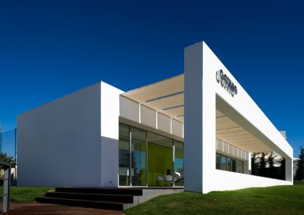 wunderbare-minimalistische-architektur-haus mit weißer fassade