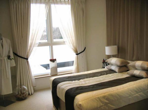 wunderschöne-beige-schlafzimmergardinen-moderne bettbezüge
