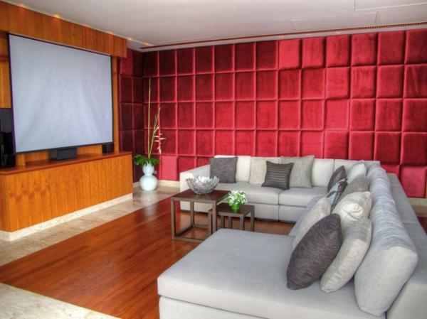 wunderschönes-heimkino-mit-einem-großen-sofa- rote extravagante wand