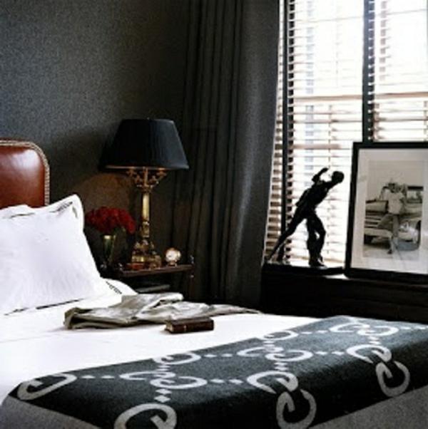 zimmer-einrichten-ideen-schkafzimmer-männliches-design-kissen in weiß