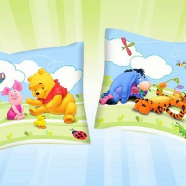 zwei-winnie-pooh-kissen- super hintergrund
