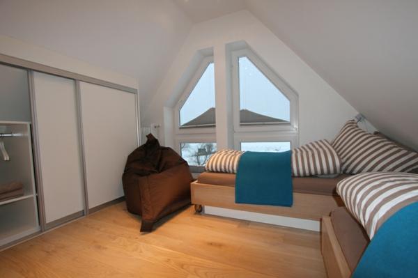 modernes-Doppezimmer-Dachgeschoss-Dünenseite