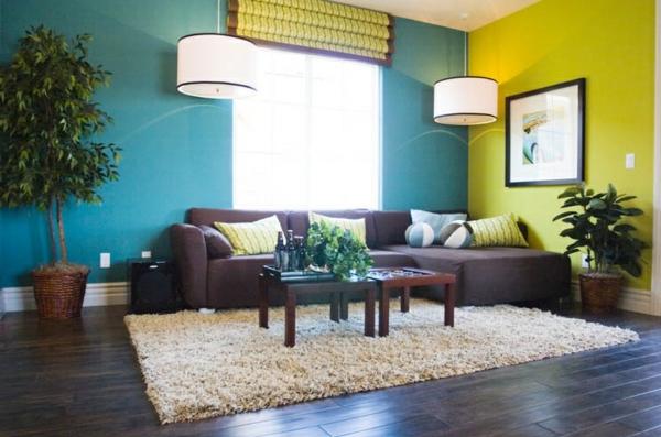 Farbideen-für-Wand-im-gelb-und-blau-mit-der-bild-und-zwei-hängenlamen
