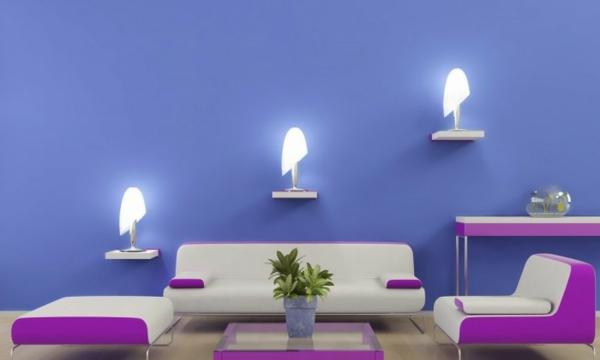 Farbideen-für-Wand-wohnzimmer-im-violett-und-lila-mit-dre-wandlampe