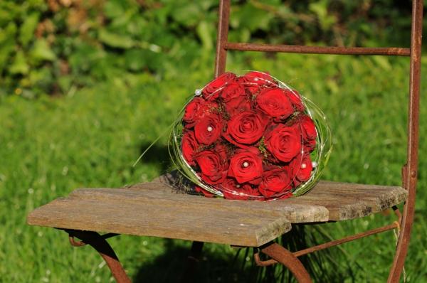 Hochzeitsstrauß_wunderbare-rote-rosen-elegant