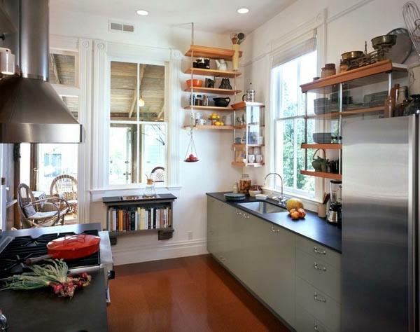 Küchenlösungen-für-kleine-Küchen-viele-regale-aus-plastik
