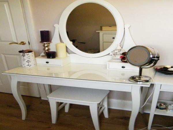 Büromöbel weiß ikea  Make Up Tisch - die obligatorische Möbel für Damen! - Archzine.net