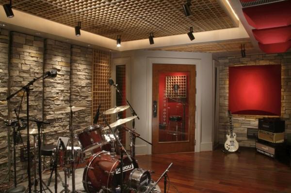 Natursteinwand-im-Wohnzimmer-musischer-welle