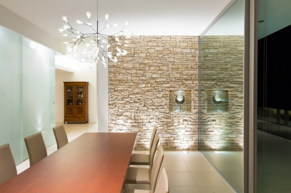 natursteinwand im wohnzimmer im landhausstil gestalten archzinenet - Natursteinwand Wohnzimmer