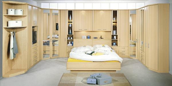 Schlafzimmerschranksysteme-aus-holz-an-der-ganzen-wand