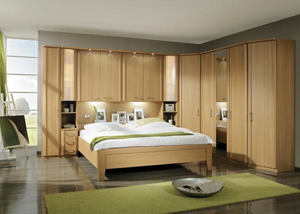 Schlafzimmerschranksysteme-aus-holz-Kleiderschrank-in-der-ecke