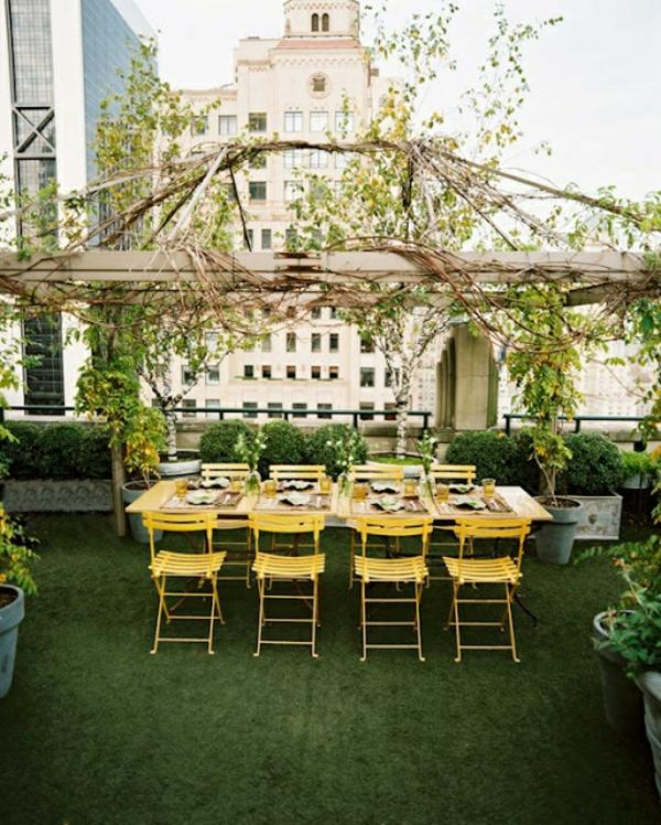 Terrassengestaltung-Beispiele-modern-urban-gelb