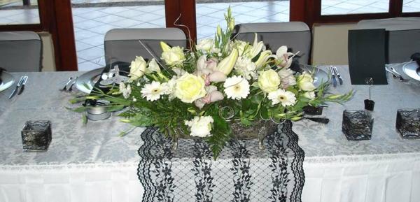 Tischgestecke-für-Hochzeit-dekorieren