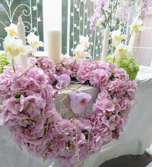 Tischgestecke-für-Hochzeit-hochzeitstischdeko-blumendeko