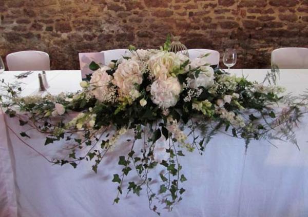 Tischgestecke-für-Hochzeit-weiße-blumen