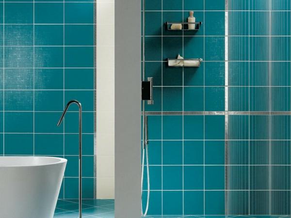 Turquoise-blaugrün-und-weiß-im-badezimmer-modernes-design