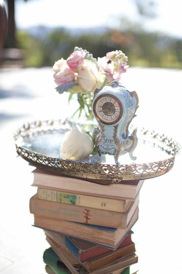 Wohnaccessoires-dekoration-mit-büchern