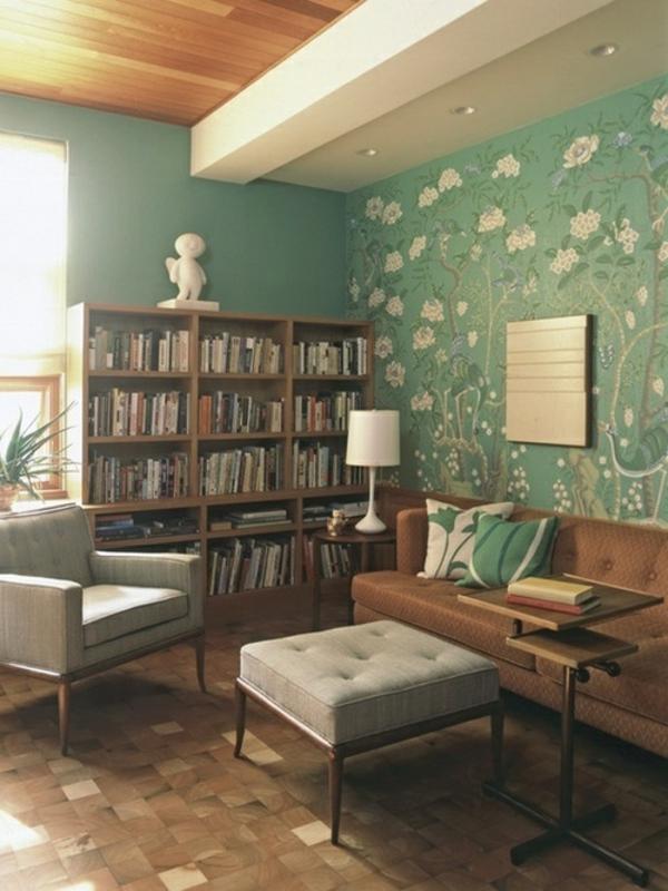 Wohnzimmertapeten-in-grün-und-floralen-Motiven-weiße-blumen