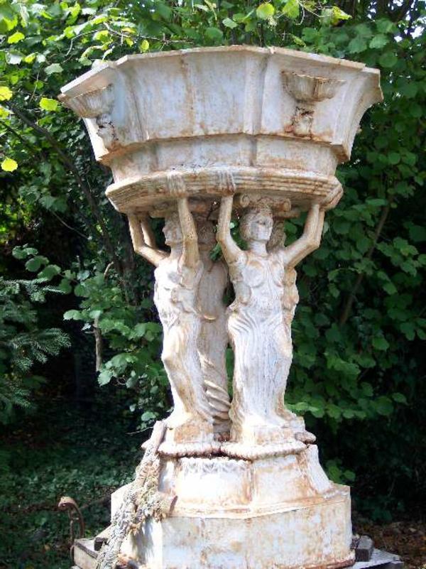 antike-gartendeko-vase-statue