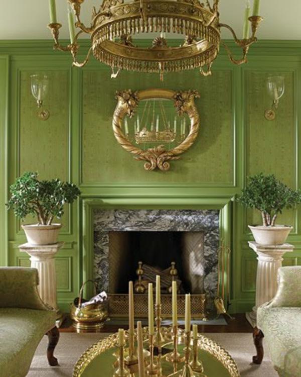 aristokratisch-wirkednes-wohnzimmer-wandfarbe-olivgrün-eleganter kronleuchter